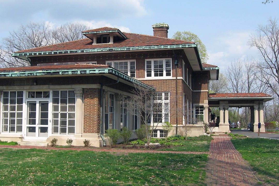 Фасад дома в английском стиле фото 1