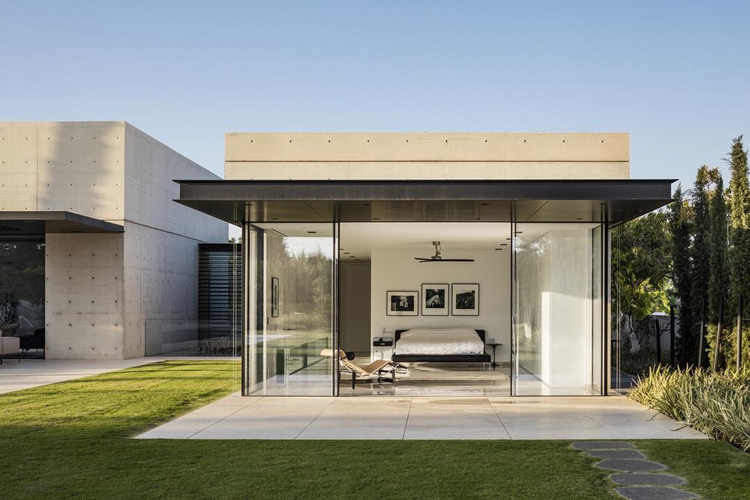 Защита фасада дома от высолов - фото 1