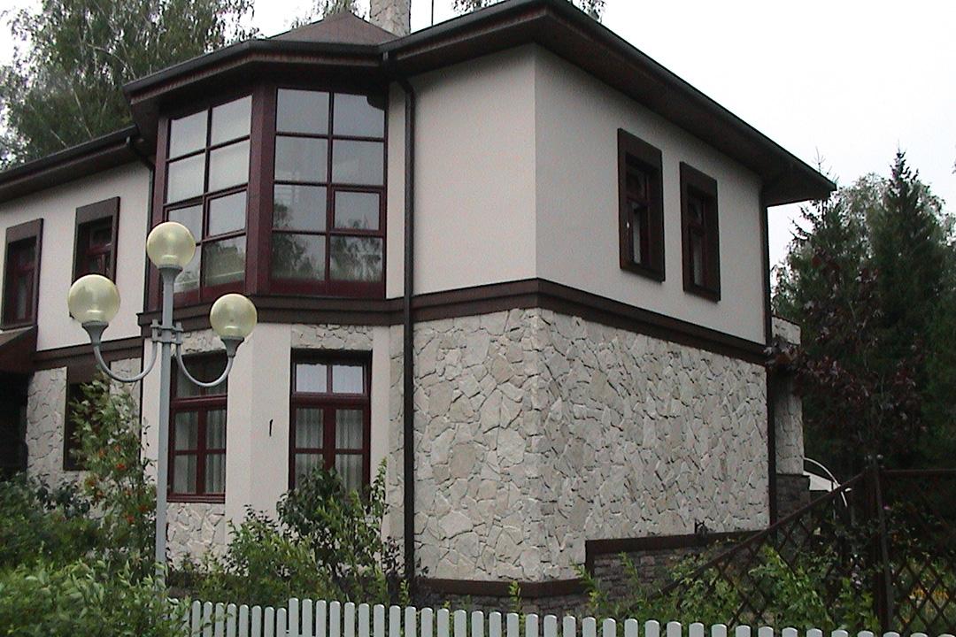 Отделка фасада дома декоративным камнем - фото 3
