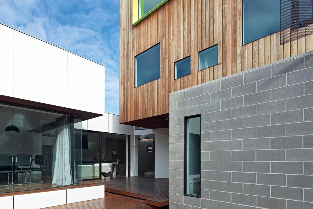 Обшивка фронтона дома блок хаусом - фото 4