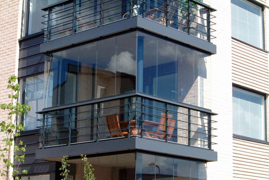 Тип остекления балкона: безрамное остекление