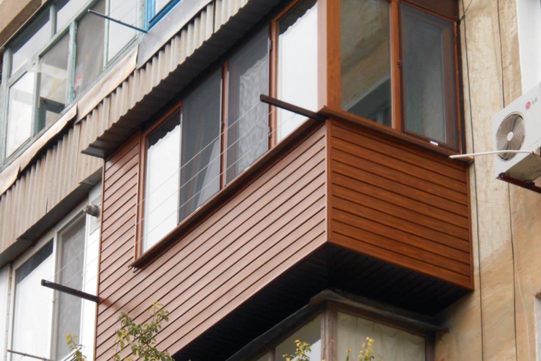 Внешняя отделка балкона деревянной вагонкой