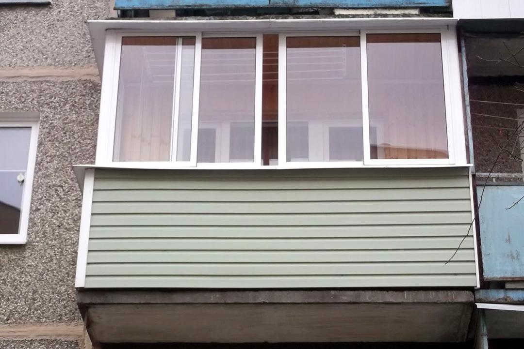 Внешняя обшивка балкона виниловым сайдингом