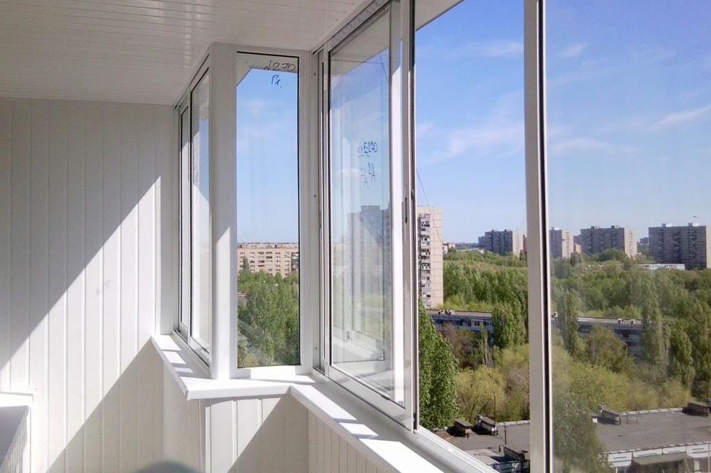 Виды раздвижных систем для остекления балкона и лоджии - 1