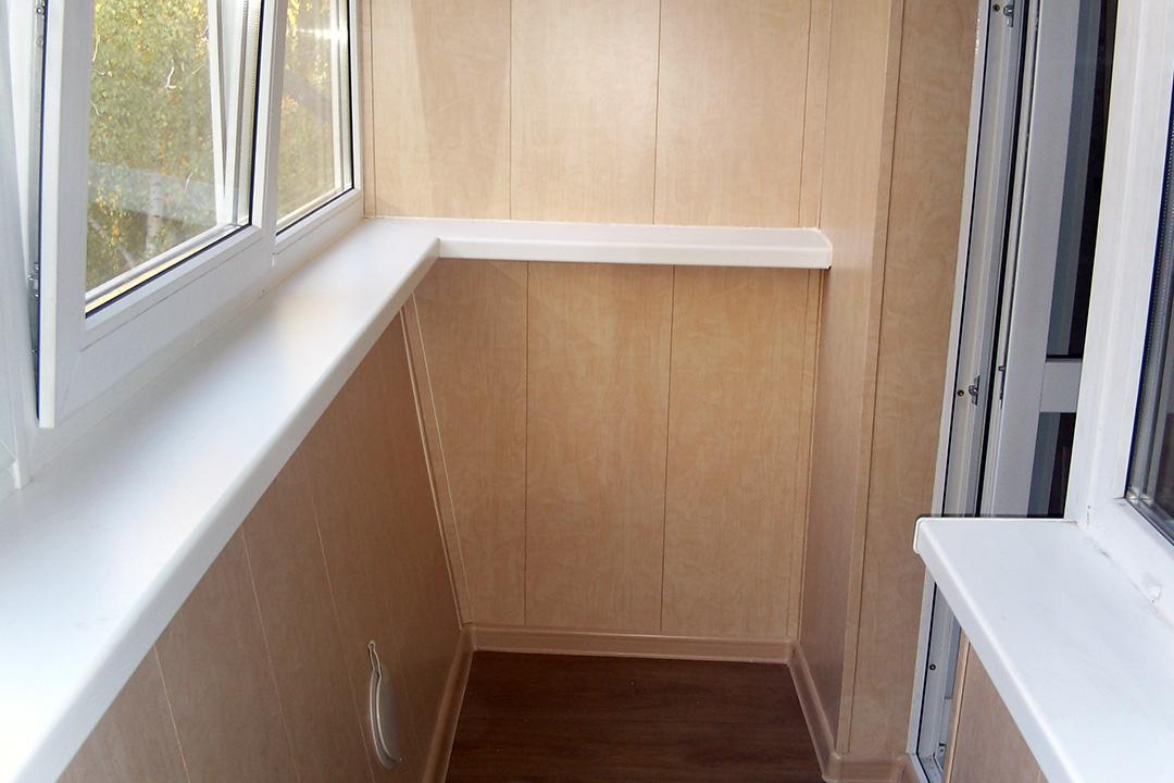 Преимущества и недостатки отделки балкона панелями МДФ