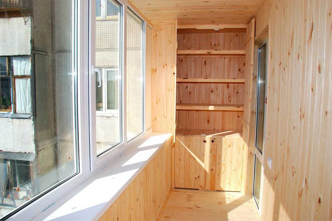Для чего нужна отделка балкона внутри